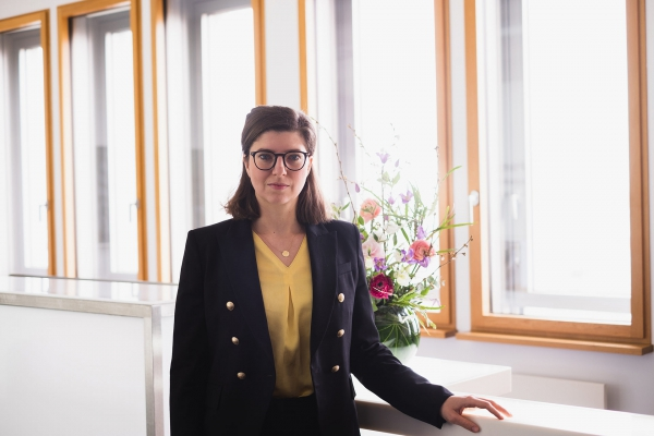Eva Juliane-Stark, Associate bei POELLATH